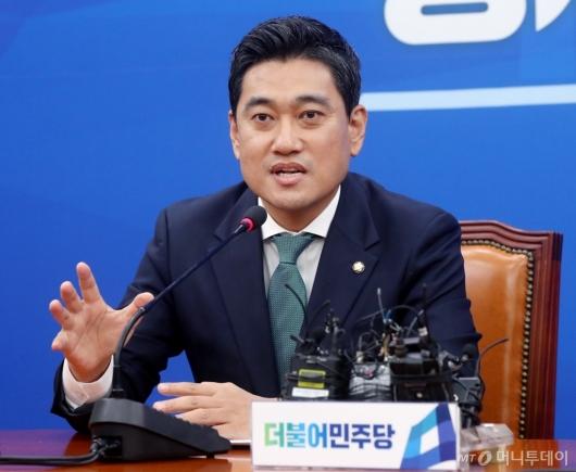 [사진]발언하는 오신환 바른미래당 신임 원내대표