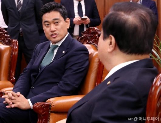 [사진]국회의장 예방하는 오신환