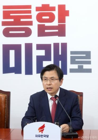 [사진]최고위 발언하는 황교안 대표