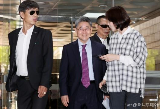[사진]'5·18 북한군 개입설 주장' 지만원 법원 출석