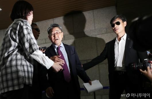 [사진]5·18 북한군 개입설 주장 지만원 공판 출석