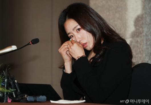 [사진]이상화 은퇴 '아쉬움의 눈물'