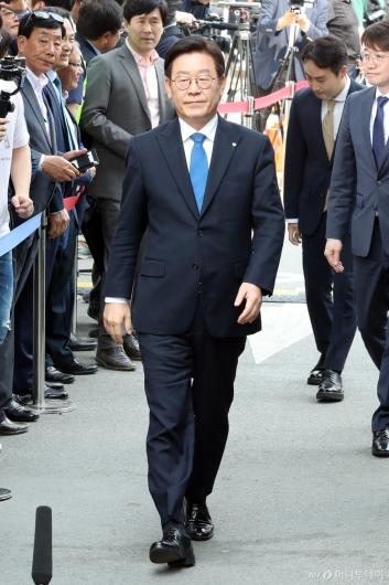 [사진]1심 선고공판 출석하는 이재명 지사
