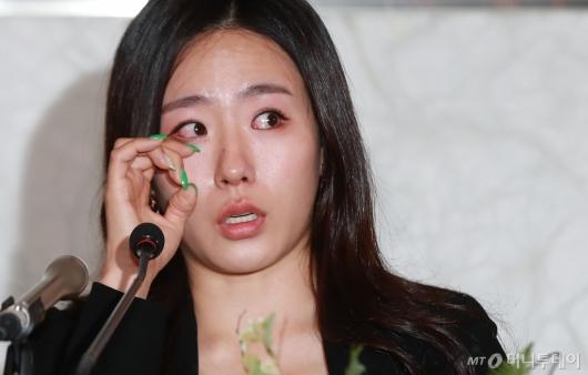 [사진]눈시울 붉어진 이상화