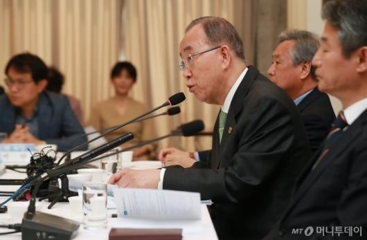 [사진]미세먼지 포럼 기조연설하는 반기문 위원장