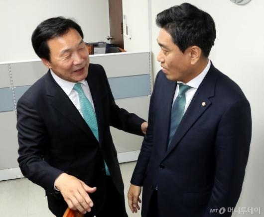 [사진]오신환 원내대표 만난 손학규 대표