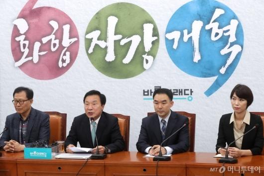 [사진]기자간담회 갖는 손학규 대표