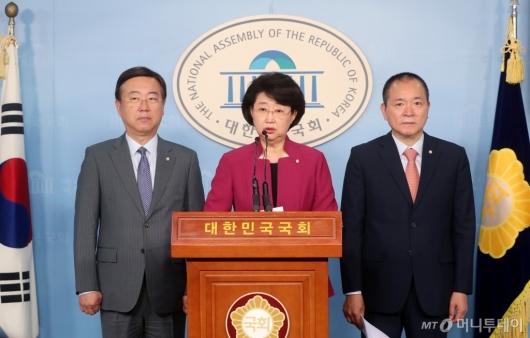 [사진]기자회견 하는 자유한국당 윤리특위위원들