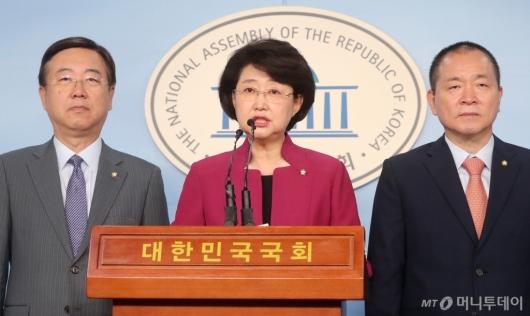 [사진]기자회견 갖는 자유한국당 윤리특위위원들