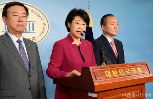 [사진]기자회견 갖는 자유한국당 윤리특위