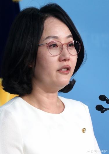 [사진]기자회견 갖는 김현아 의원