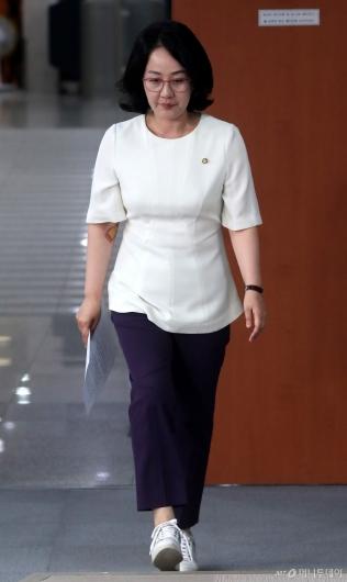 [사진]김현아 의원, 무거운 발걸음