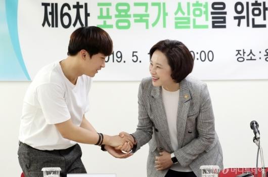 [사진]청소년상담복지센터 찾은 유은혜 사회부총리