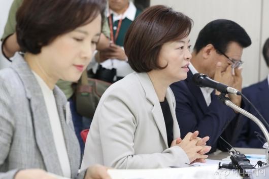 [사진]사회관계장관회의 발언하는 진선미 장관