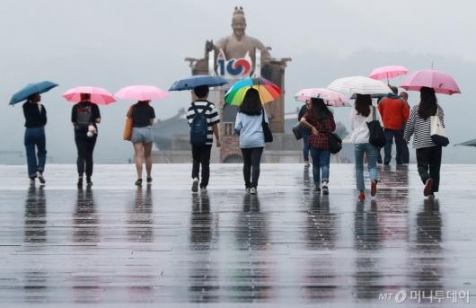 [사진]'때이른 더위 식혀준 봄비'