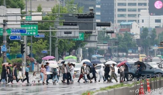 [사진]전국적 비소식에 무더위 주춤...내일은 맑고 찬바람