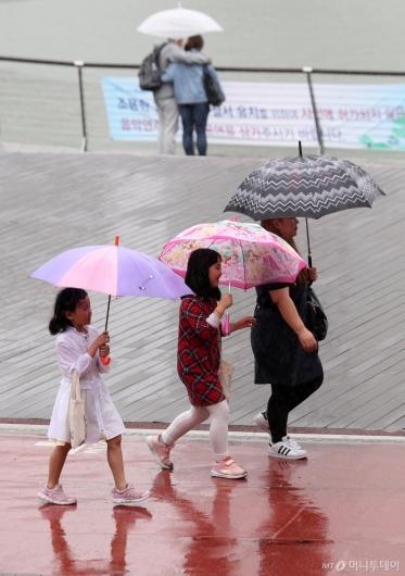 [사진]우산쓰고 나들이
