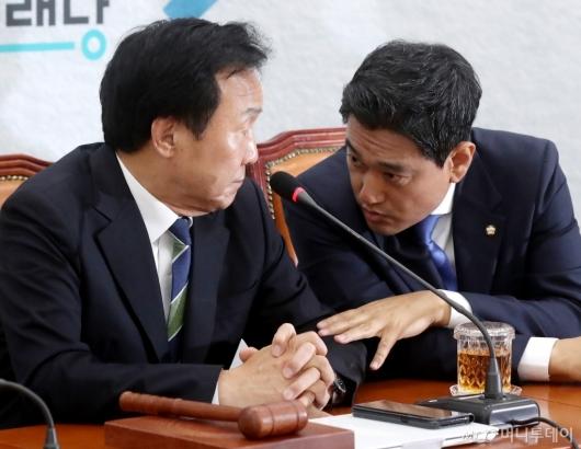 [사진]오신환 이야기 듣는 손학규