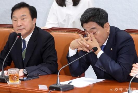 [사진]오신환, '답답한 마음'