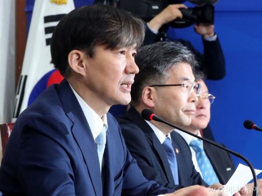 [사진]경찰개혁 발언하는 조국 수석