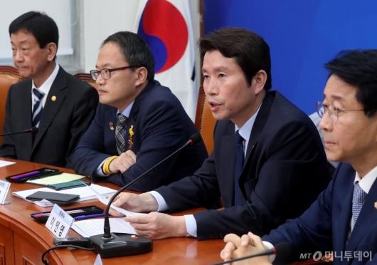[사진]경찰개혁안 관련 발언하는 이인영