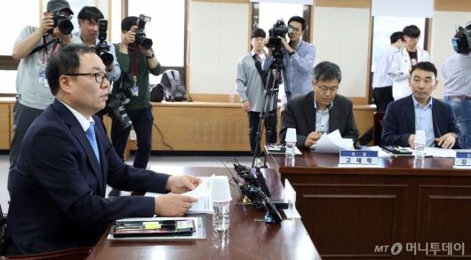 [사진]회의 주재하는 정한중 검찰과거사위원장 대행