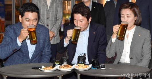 [사진]3당 원내대표 맥주 회동, 꽉 막힌 정국 뚫릴까?