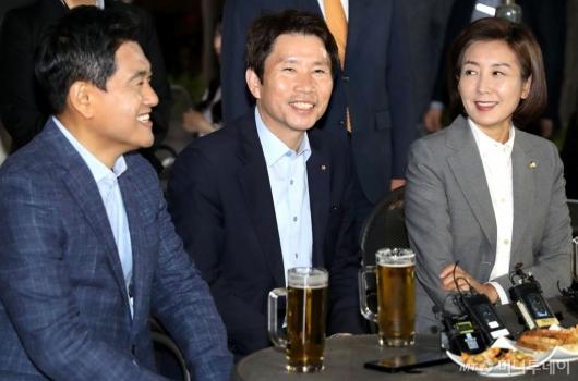 [사진]여야 3당 원내대표 '맥주 회동'