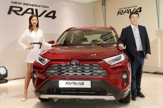 [사진]6년만에 새롭게 출시된 신형 RAV4