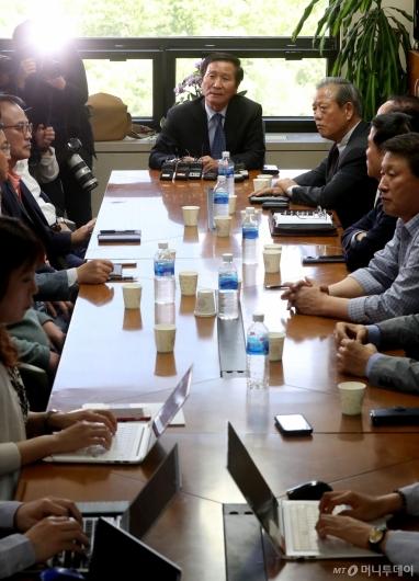 [사진]개성공단 방북 승인에 따른 기업 비대위 간담회