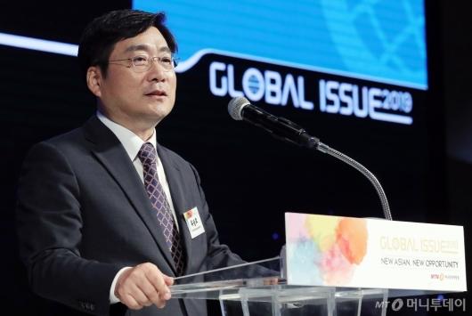 [사진]'글로벌 이슈2019' 환영사 하는 유승호 대표