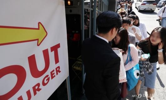 [사진]강남에 오픈한 '인앤아웃' 팝업스토어