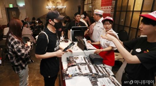 [사진]'인앤아웃' 버거 3시간 한정 판매