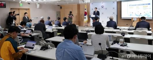 [사진]박능후 장관, '아동정책 핵심과제 브리핑'