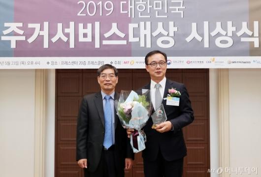[사진]HDC현대산업개발, '주거서비스대상' 조경 부문 최우수상
