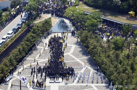 [사진]봉하마을로 모인 故노무현 전 대통령 추모객들