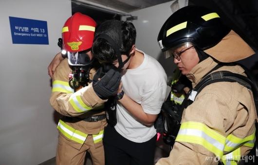 [사진]'셔틀트레인 화재 대피 훈련'