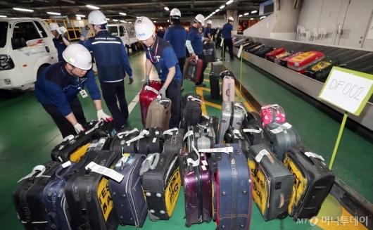 [사진]인천공항, '수하물 장애 대응 훈련'