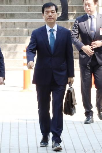 [사진]법원 들어서는 김태한 삼바 대표