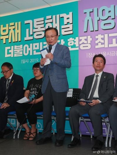 [사진]현장최고위 모두발언하는 이해찬 민주당 대표