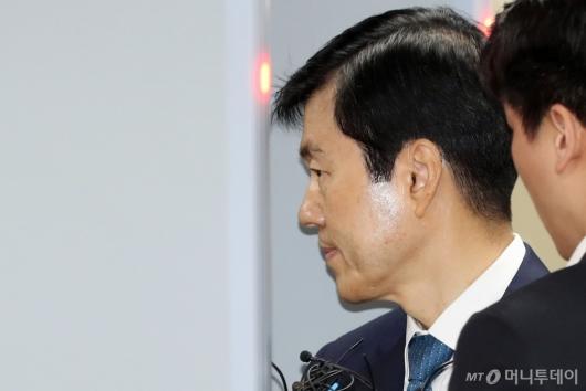 [사진]법정 들어서는 김태한 삼바 대표
