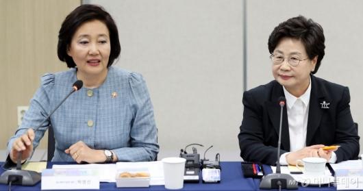 [사진]모두발언하는 박영선 장관