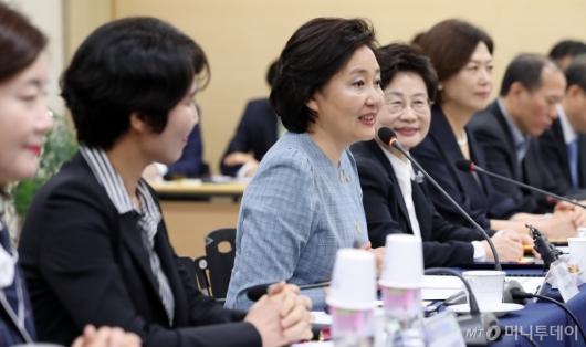 [사진]박영선 장관, 여성기업인 간담회 모두발언