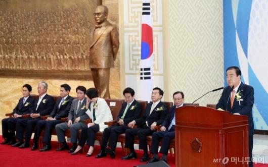 [사진]국회 개원 기념사하는 문희상 의장
