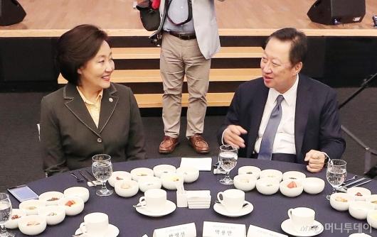 [사진]박영선 장관-박용만 회장, 'CEO 조찬 간담회'