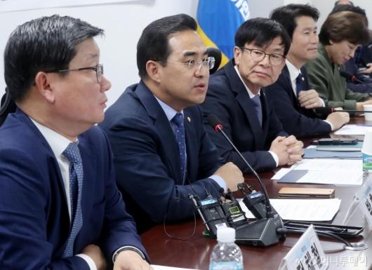 [사진]발언하는 박홍근 위원장