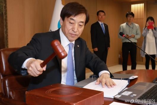 [사진]금통위 주재하는 이주열 총재