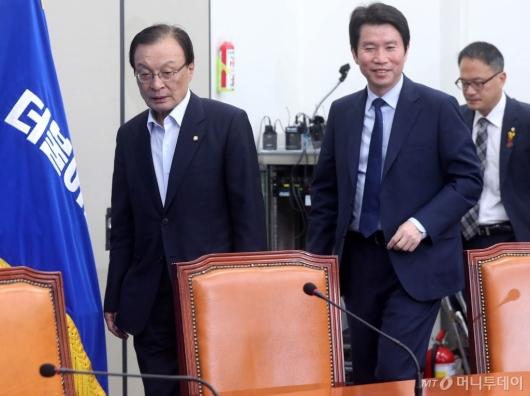 [사진]최고위원회의 참석하는 이해찬-이인영
