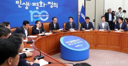 [사진]최고위원회의 발언하는 이해찬 대표