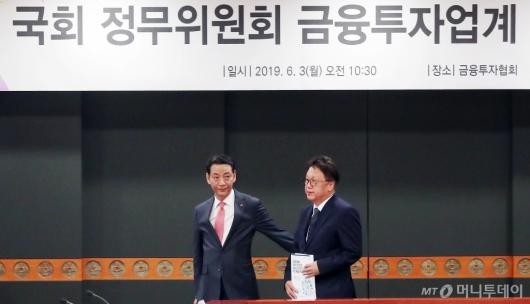 [사진]나란히 참석하는 민병두-권용원